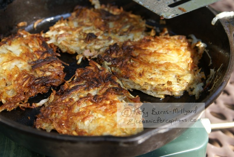 cast iron Stock Photo: Potato Hash Browns